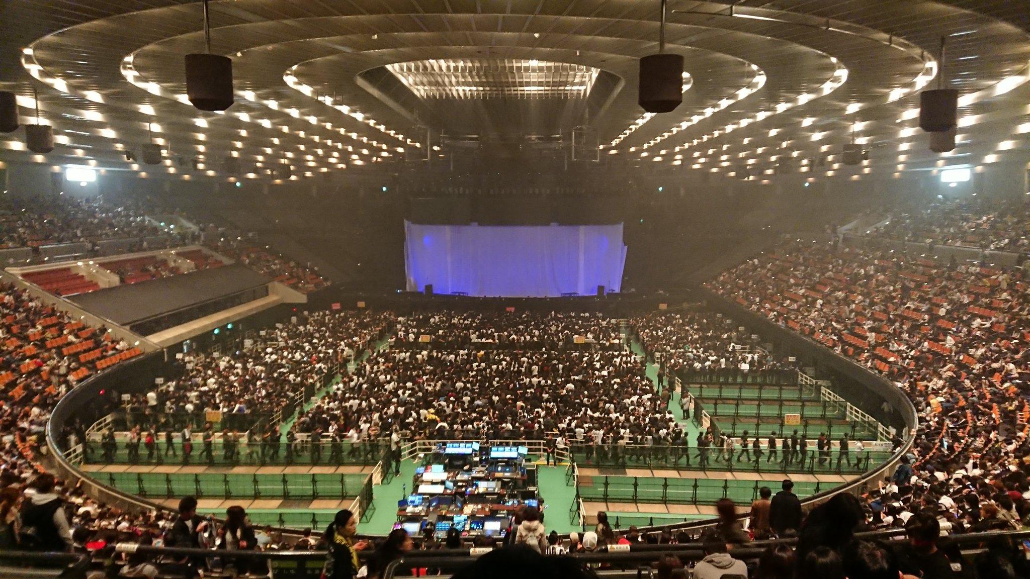 城 ホール キャパ 大阪